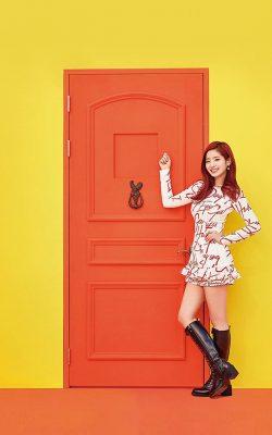 hm35-yellow-girl-kpop-twice-orange