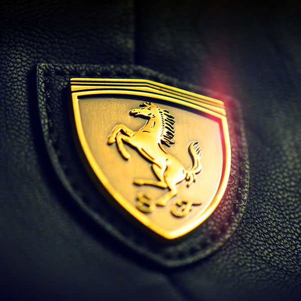 iPapers.co-Apple-iPhone-iPad-Macbook-iMac-wallpaper-aa22-gold-ferrari-logo-art
