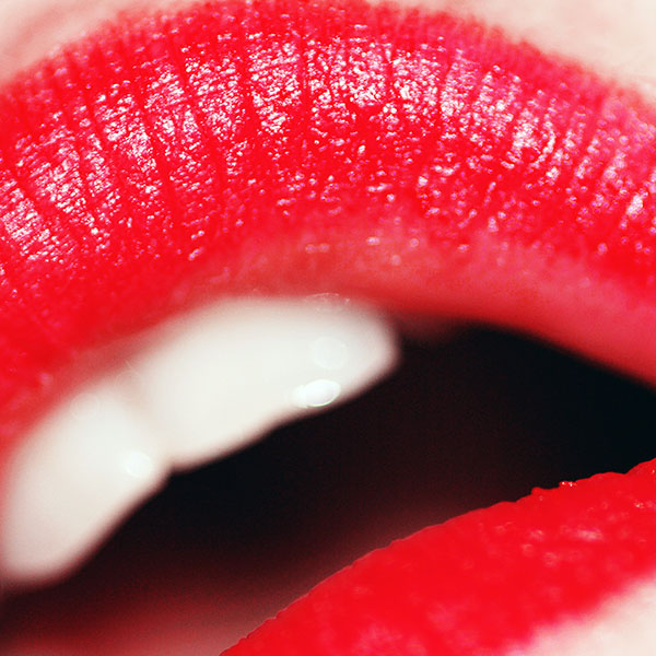 iPapers.co-Apple-iPhone-iPad-Macbook-iMac-wallpaper-aa64-red-lips-art