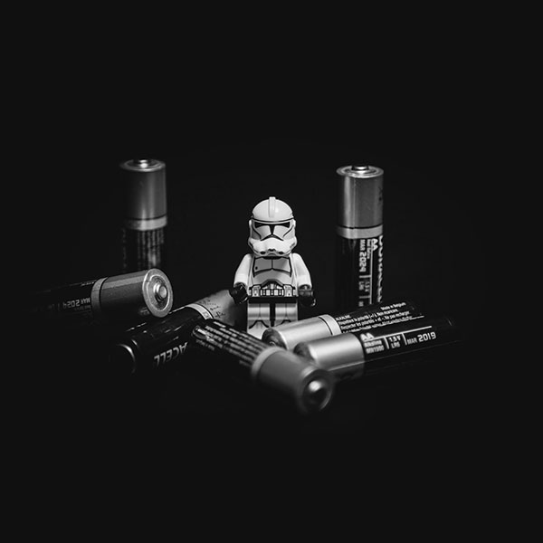 iPapers.co-Apple-iPhone-iPad-Macbook-iMac-wallpaper-ao93-starwars-toy-battery-cute-startroopers-art-bw-wallpaper