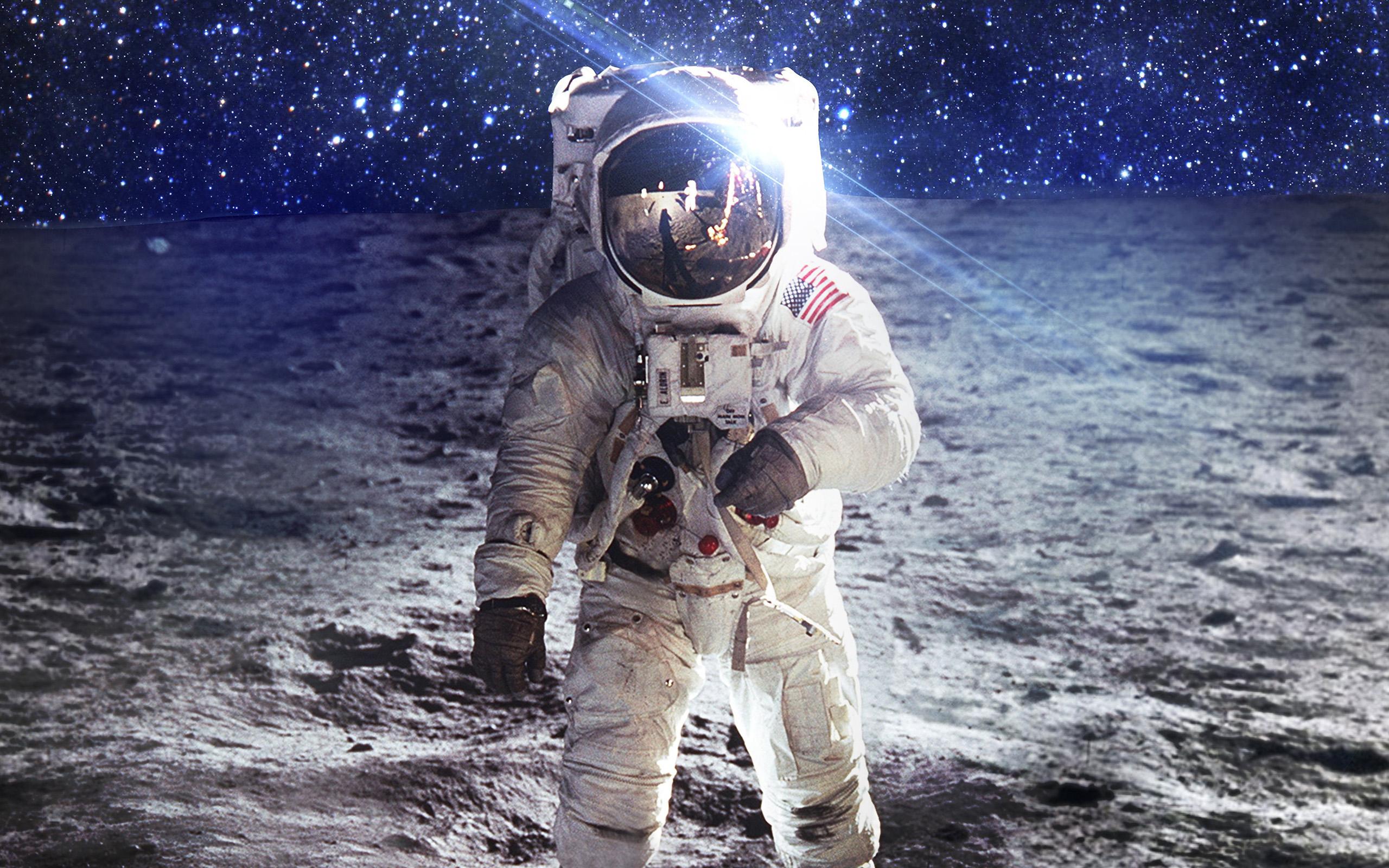 Ao97-astronaut-space-art-moon-dark