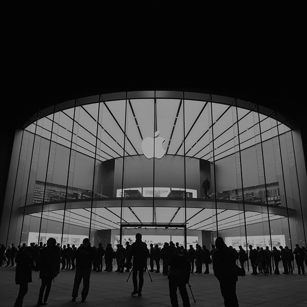 iPapers.co-Apple-iPhone-iPad-Macbook-iMac-wallpaper-aq20-photo-apple-store-event-city-architecture-dark-bw-wallpaper