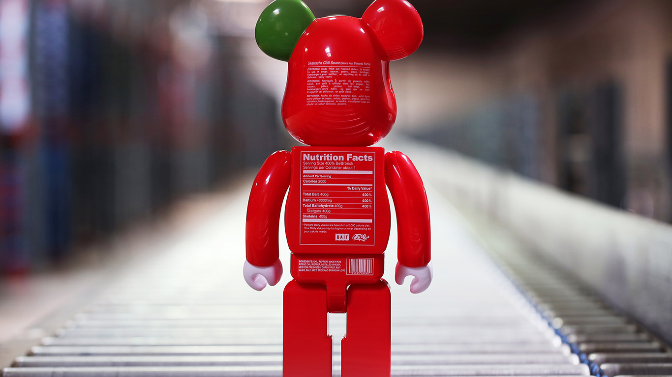 desktop-wallpaper-laptop-mac-macbook-air-aq35-bearbrick-toy-red-art-wallpaper