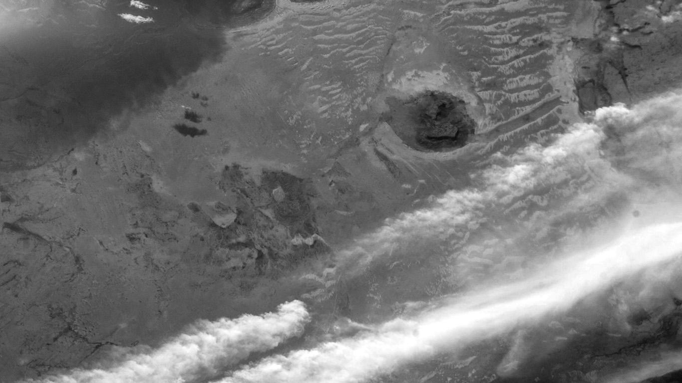 desktop-wallpaper-laptop-mac-macbook-air-aq96-earthview-nature-space-sand-bw-dark-wallpaper