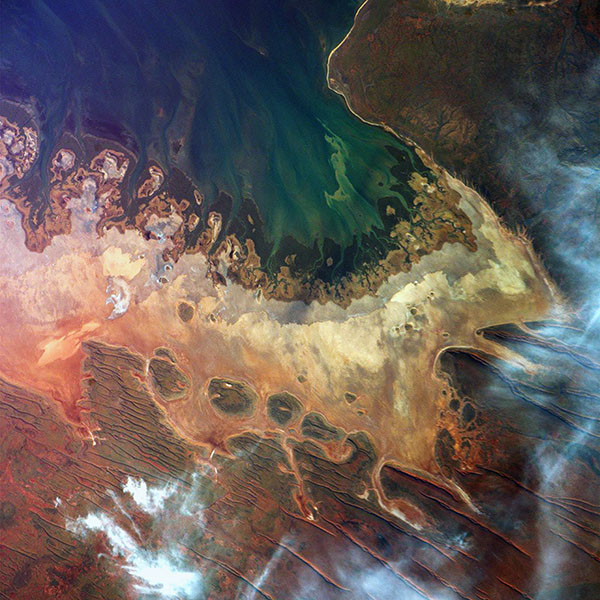 iPapers.co-Apple-iPhone-iPad-Macbook-iMac-wallpaper-at65-earthview-satellite-map-sea-red-land-art-illustration-wallpaper