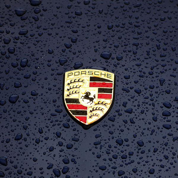 iPapers.co-Apple-iPhone-iPad-Macbook-iMac-wallpaper-ax14-porsche-logo-emblem-car-illustration-art-wallpaper