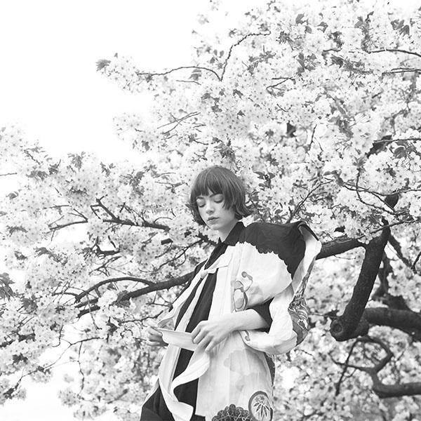 iPapers.co-Apple-iPhone-iPad-Macbook-iMac-wallpaper-ay91-spring-blossom-girl-illustration-art-bw-dark-wallpaper