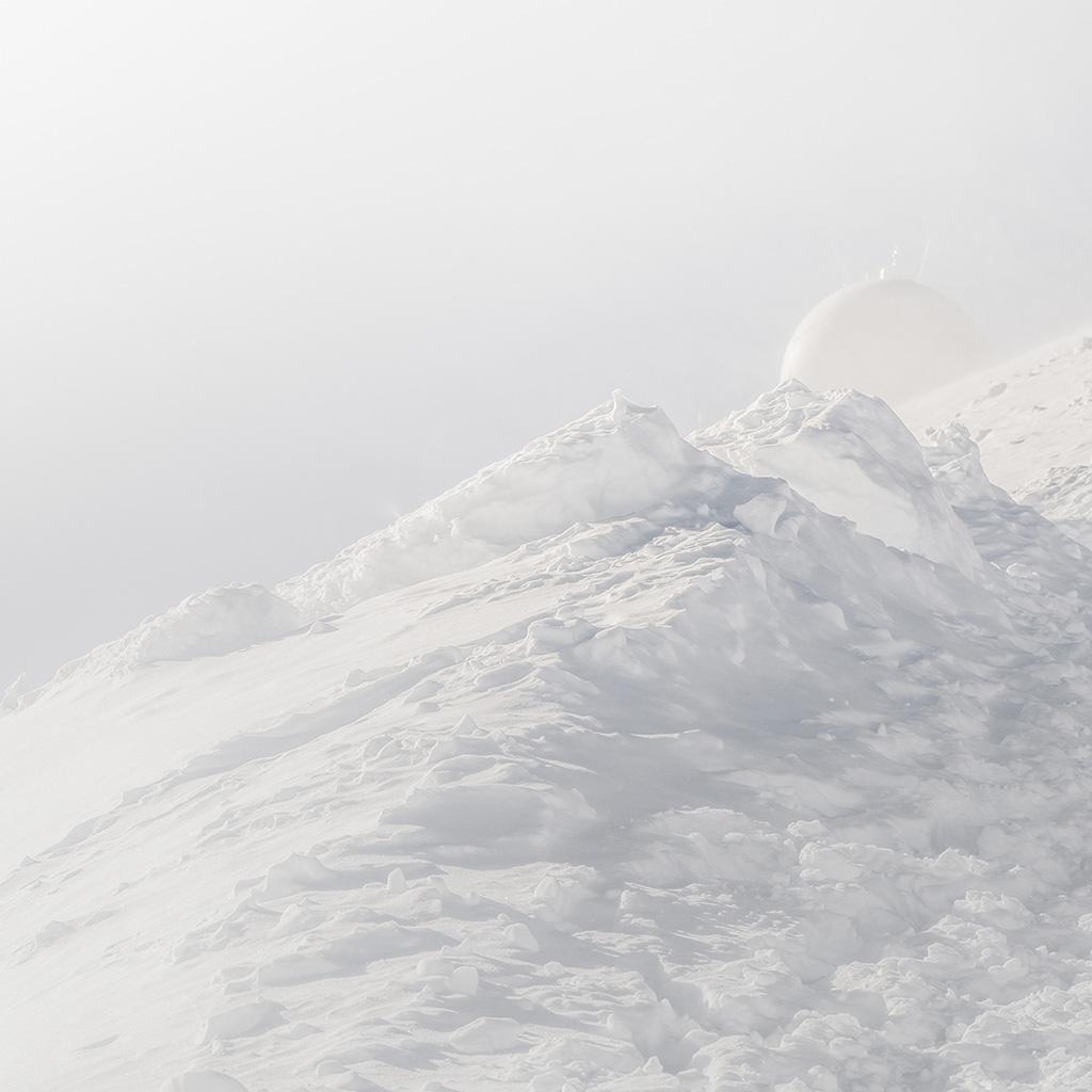 wallpaper-bb29-white-mountain-bubble-minimal-illustration-art-wallpaper