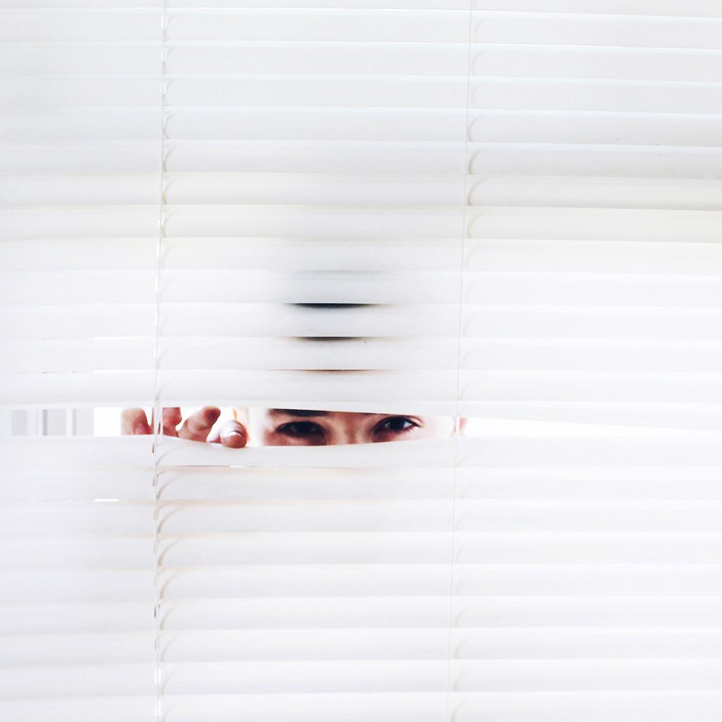 wallpaper-bh70-eye-stalker-white-art-wallpaper