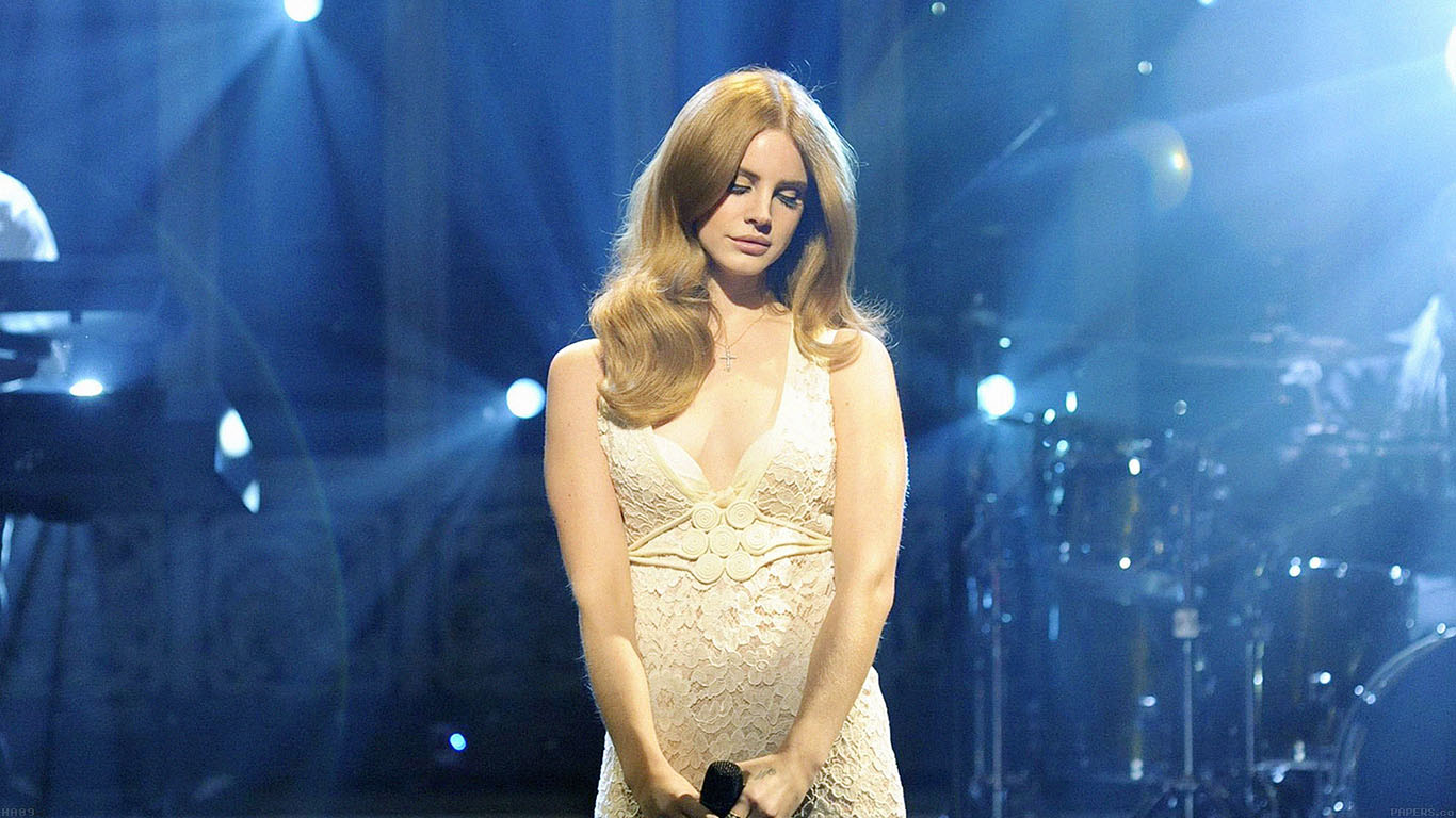 iPapers.co-Apple-iPhone-iPad-Macbook-iMac-wallpaper-ha09-lana-singing-at-snl-music-girl-face