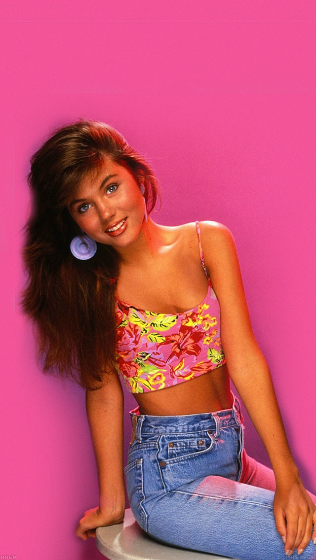 freeios8.com-iphone-4-5-6-ipad-ios8-ha60-wallpaper-kelly-kapowski-saved-by-the-bell