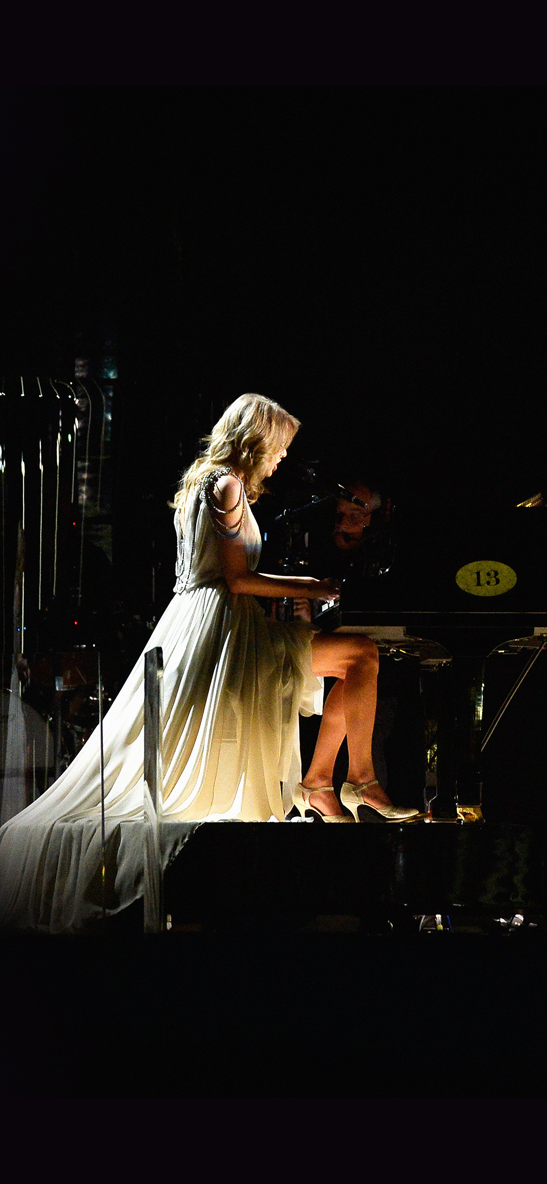 iPhoneXpapers.com-Apple-iPhone-wallpaper-hb40-wallpaper-taylor-swift-piano-concert-woman-music
