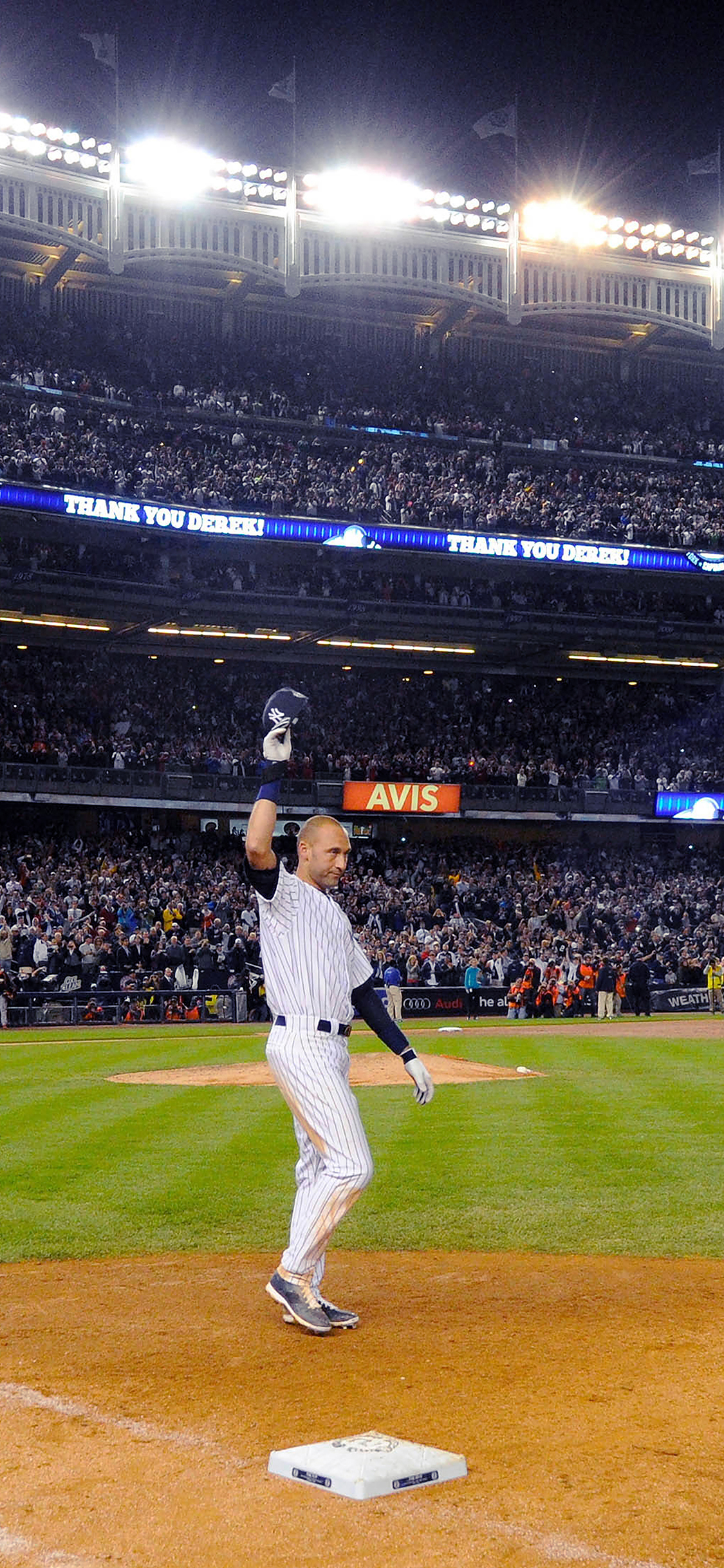 iPhoneXpapers.com-Apple-iPhone-wallpaper-hb79-derek-jeter-walk-off-single