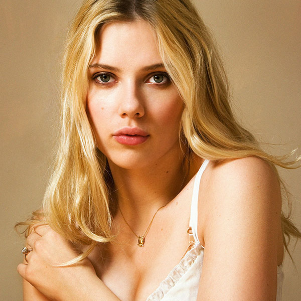 iPapers.co-Apple-iPhone-iPad-Macbook-iMac-wallpaper-hb81-scarlett-johansson-sexy-star