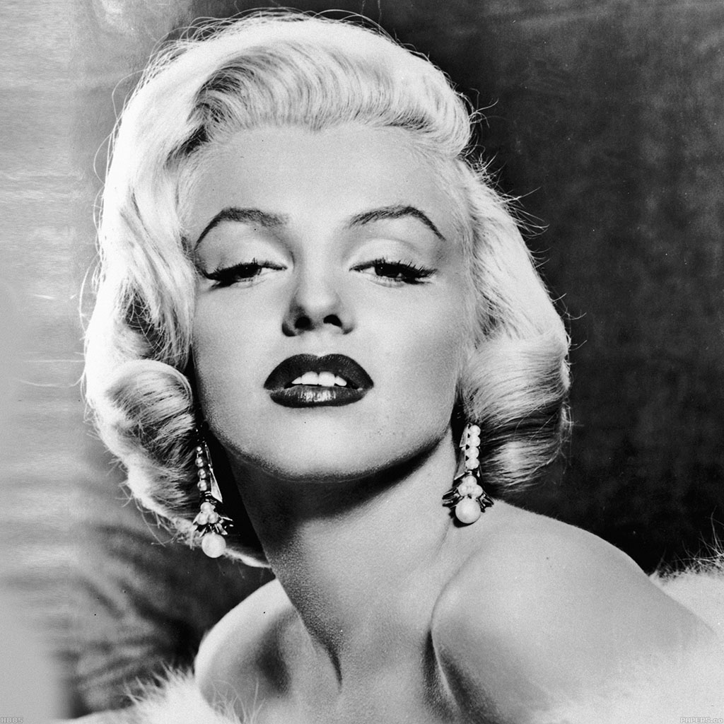 argumentative essay on marilyn monroe Controversy of marilyn monroe's death essaysin the early hours of august 5,  1962, marilyn monroe's body was found with a bottle of sleeping pills by her side, .
