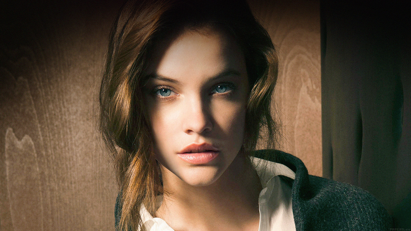 wallpaper-desktop-laptop-mac-macbook-hc81-barbara-palvin-staring-you-natural-sexy-girl-model-wallpaper