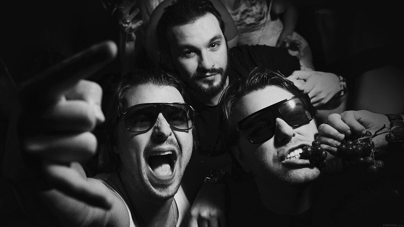 iPapers.co-Apple-iPhone-iPad-Macbook-iMac-wallpaper-hc96-swedish-house-mafia-dj-having-fun-music-wallpaper