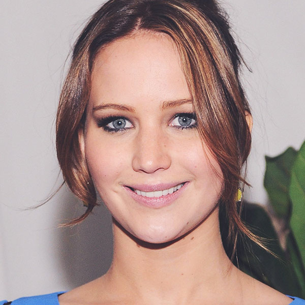 iPapers.co-Apple-iPhone-iPad-Macbook-iMac-wallpaper-hd03-jennifer-lawrence-smile-celebrity-face-wallpaper