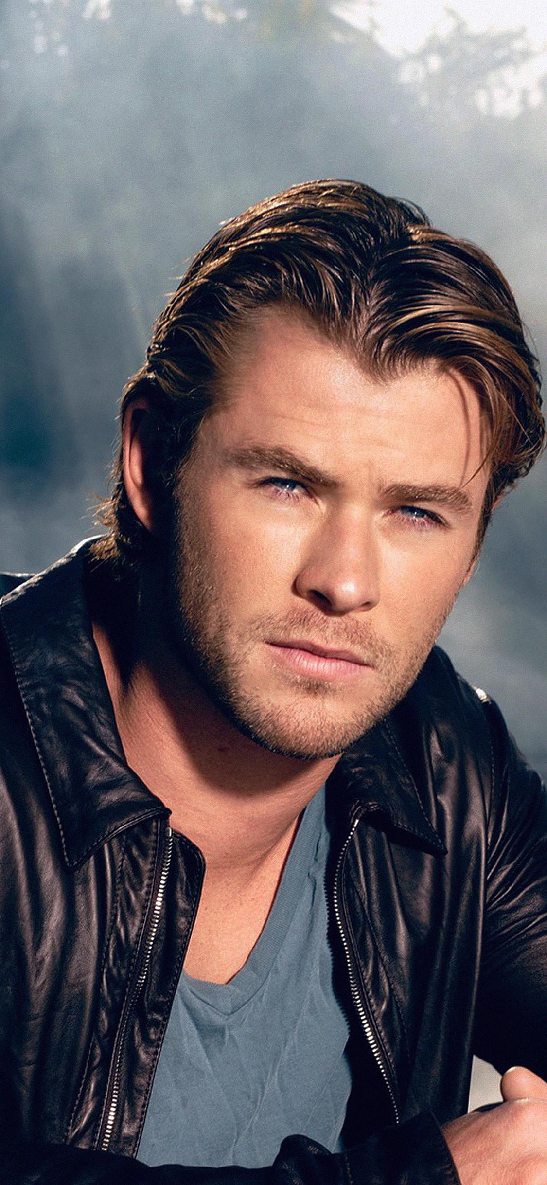 iPhoneXpapers.com-Apple-iPhone-wallpaper-hd24-chris-hemsworth-handsome-boy-actor
