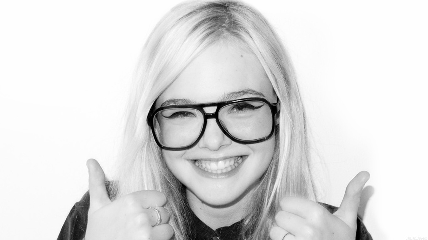 iPapers.co-Apple-iPhone-iPad-Macbook-iMac-wallpaper-hd31-elle-fanning-thumbs-up-sexy-actress-wallpaper