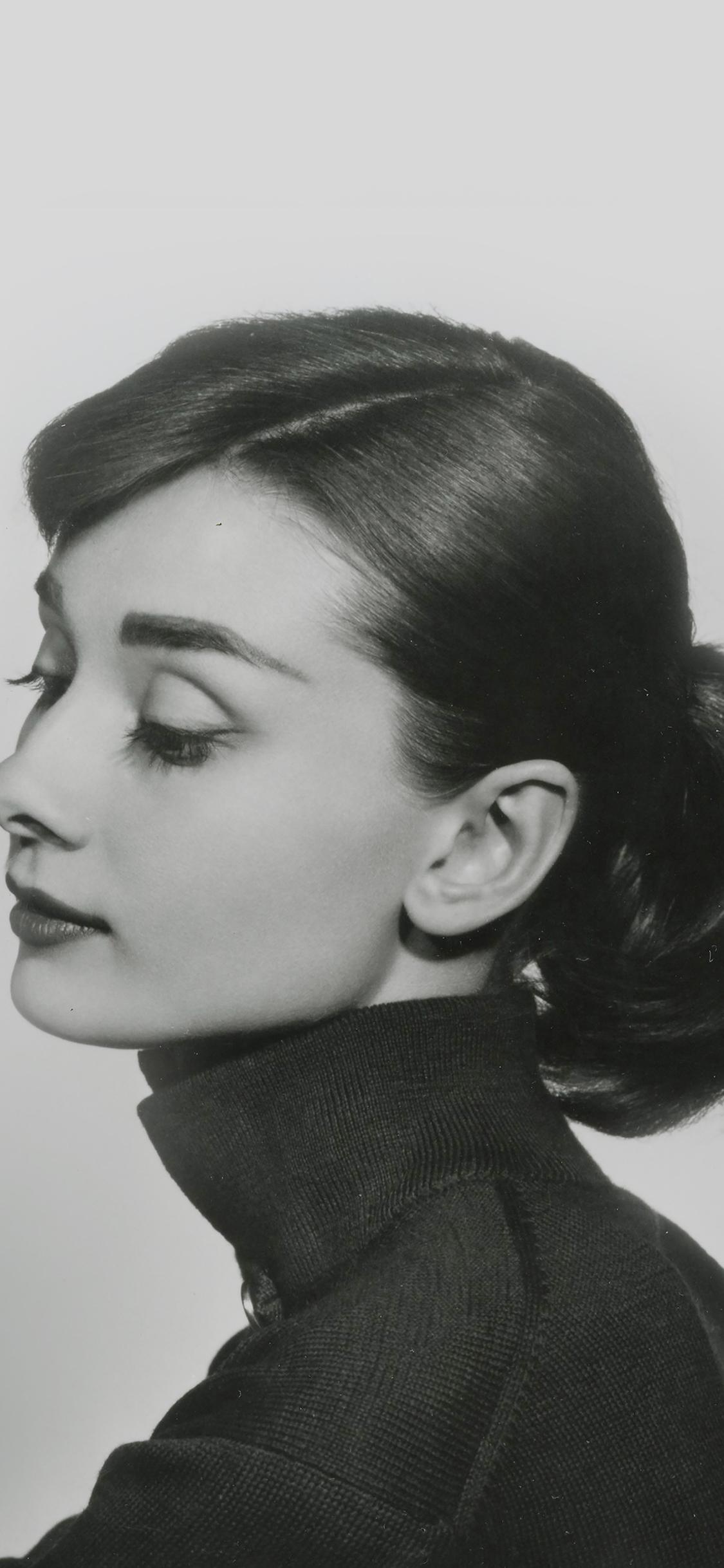 iPhoneXpapers.com-Apple-iPhone-wallpaper-hd40-audrey-hapburn-classic-sexy-woman