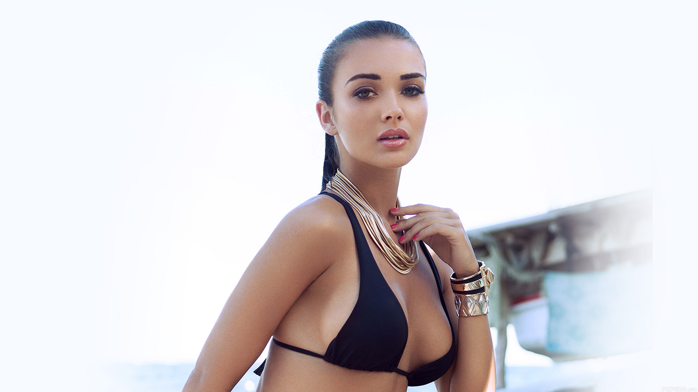 iPapers.co-Apple-iPhone-iPad-Macbook-iMac-wallpaper-hd63-amy-jackson-bikini-sexy-girl-wallpaper
