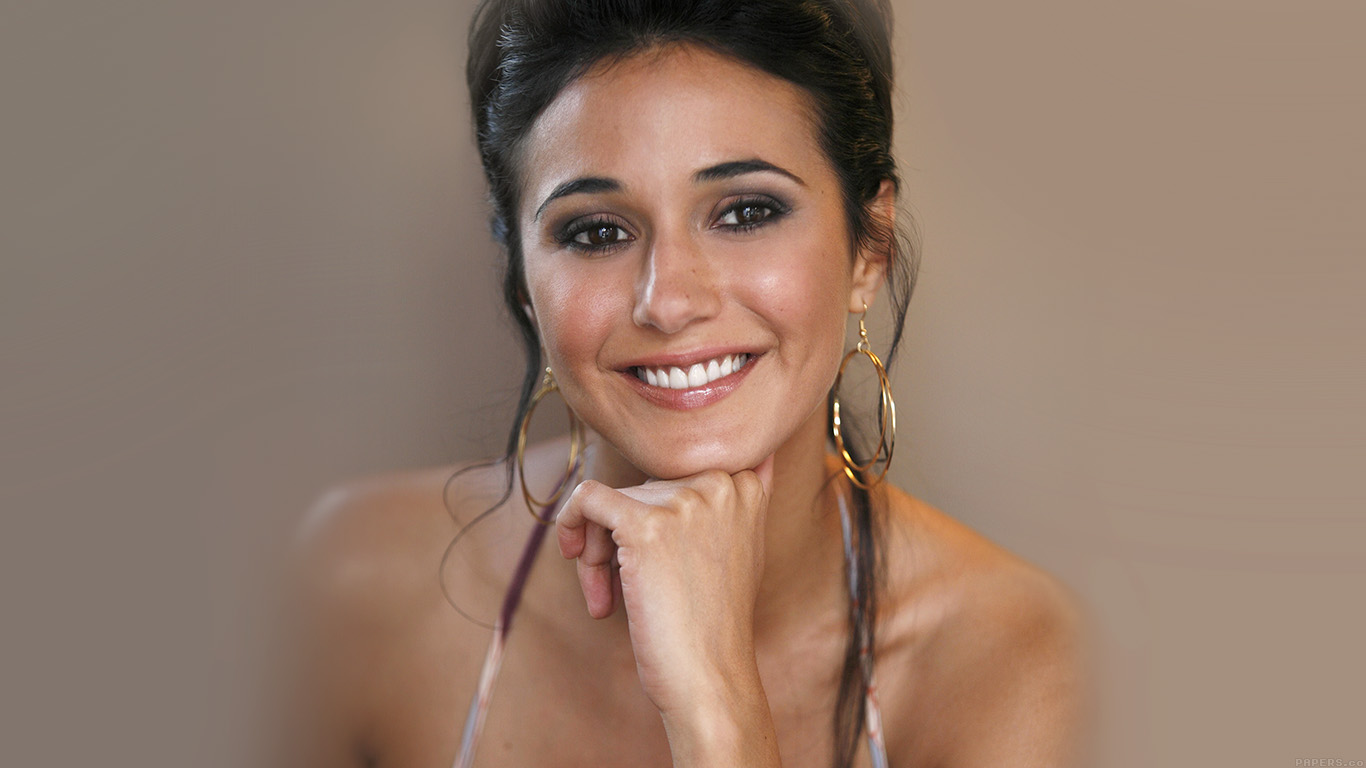 desktop-wallpaper-laptop-mac-macbook-airhe73-sexy-emmanuelle-chriqui-sexy-film-actress-wallpaper
