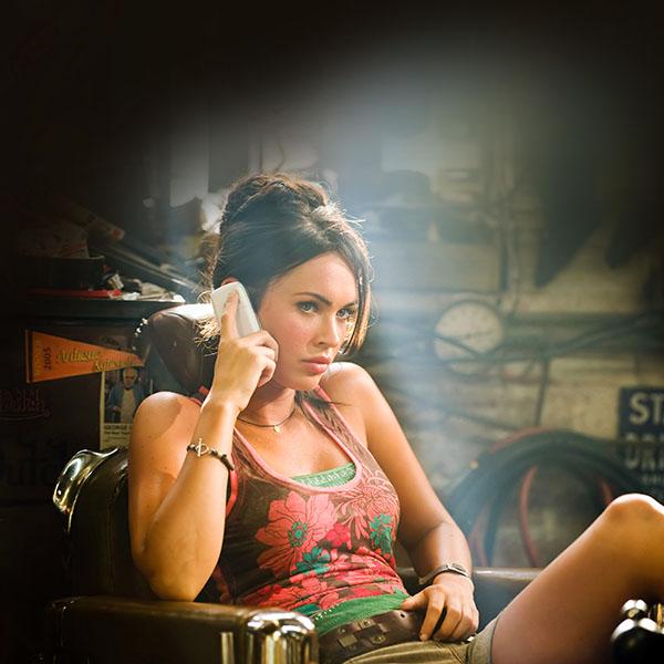 iPapers.co-Apple-iPhone-iPad-Macbook-iMac-wallpaper-he92-megan-fox-sexy-film-actress-wallpaper
