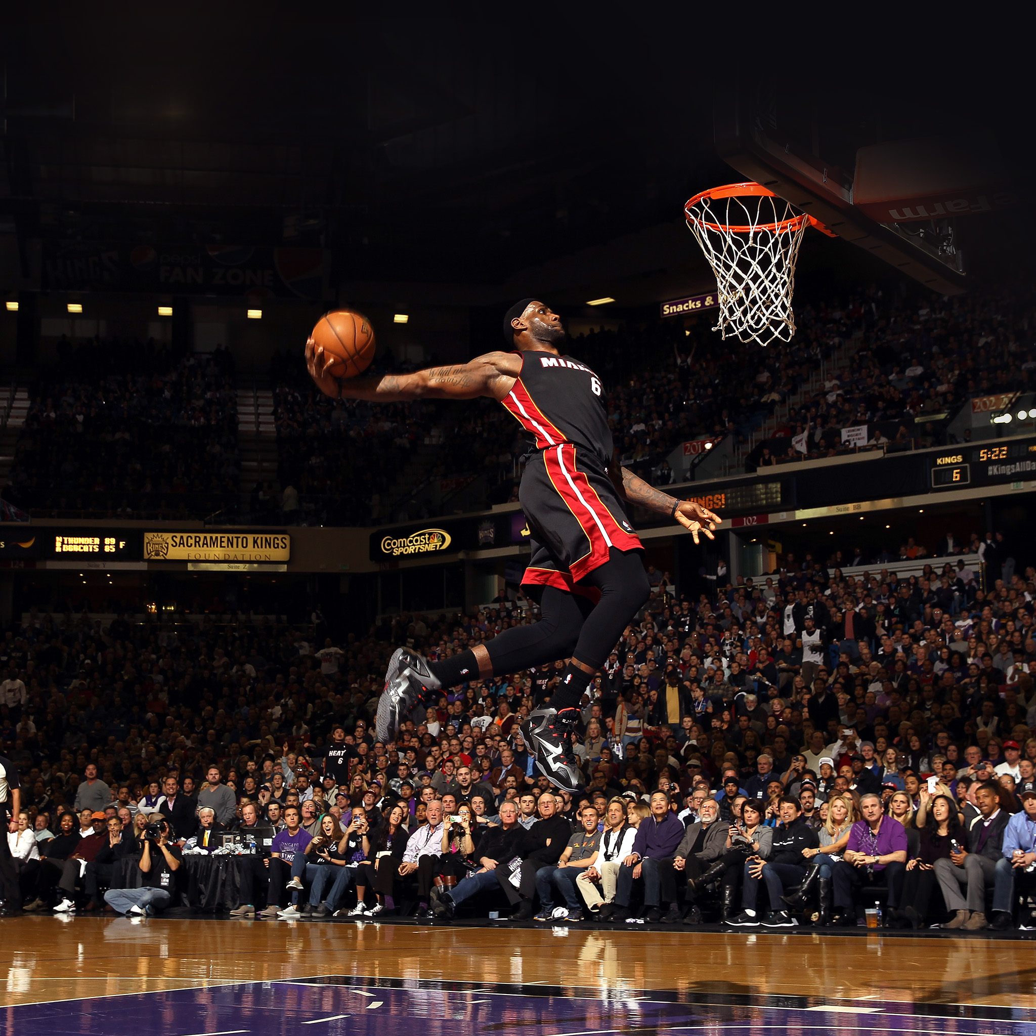 he99-lebron-james-dunk-nba-sports-art-basketball - Papers.co
