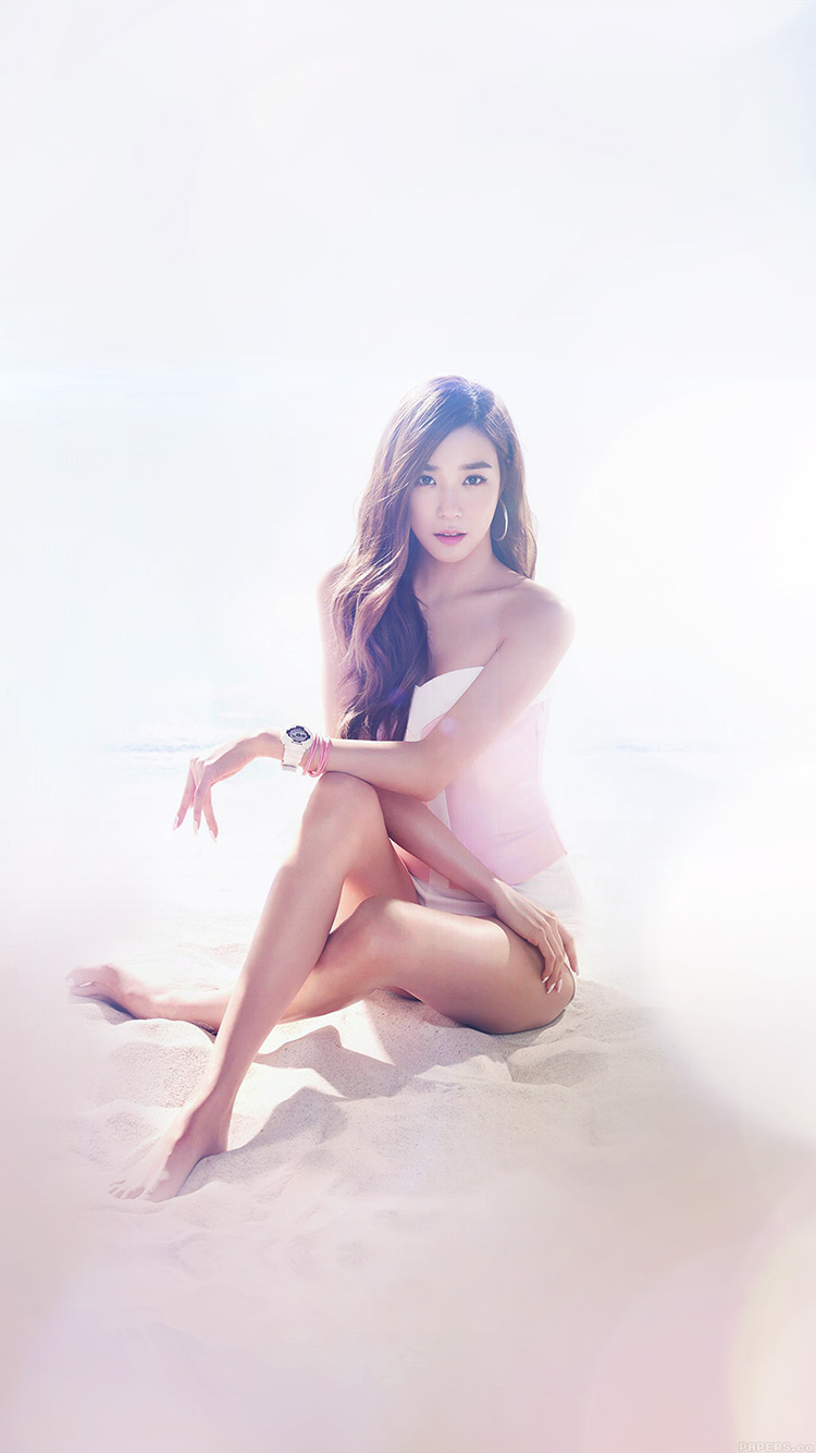 iPhonepapers.com-Apple-iPhone8-wallpaper-hf06-kpop-snsd-tiffany-sexy-music-beach-flare