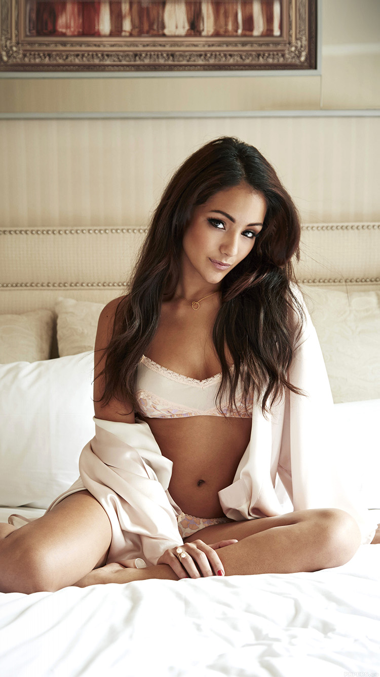 iPhone6papers.co-Apple-iPhone-6-iphone6-plus-wallpaper-hf45-sexy-melanie-iglesias-bedtime-model