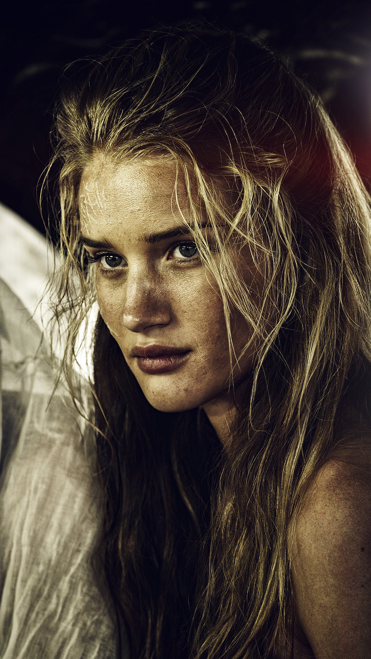 iphone6papers - hf62-madmax-rosie-huntington-whiteley-film-girl