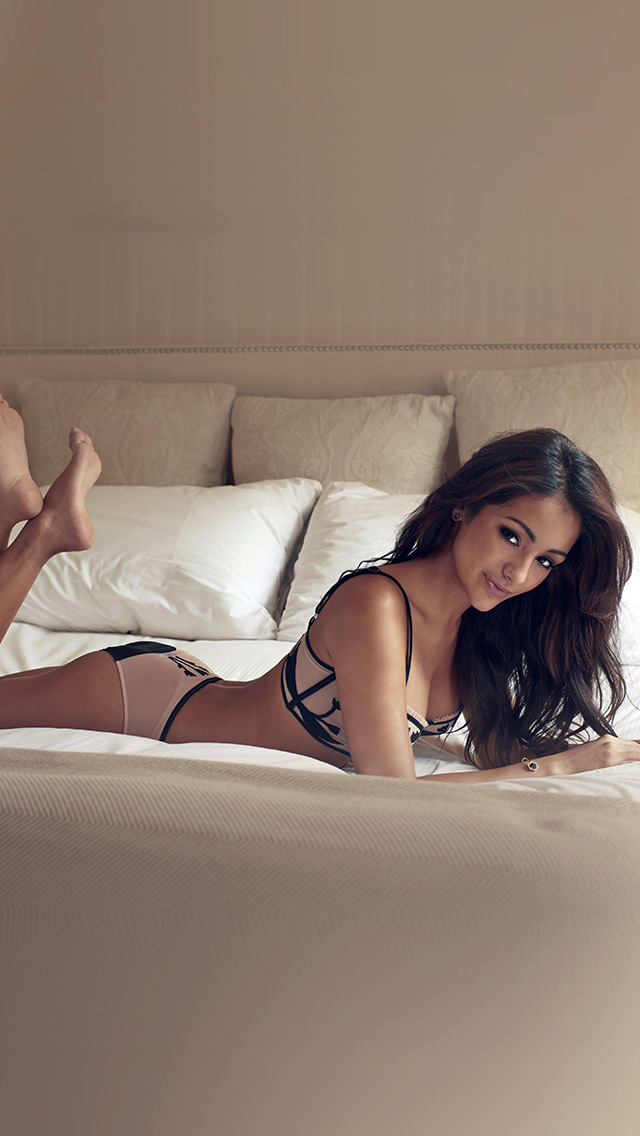freeios8.com-iphone-4-5-6-plus-ipad-ios8-hf76-melanie-iglesias-sexy-model-bed