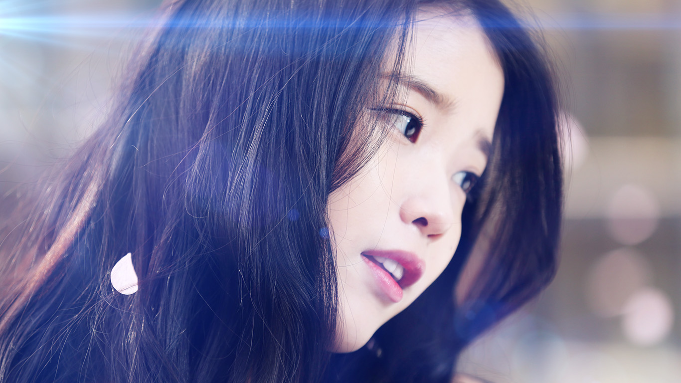 desktop-wallpaper-laptop-mac-macbook-airhf78-iu-kpop-beauty-girl-singer-blue-flare-wallpaper