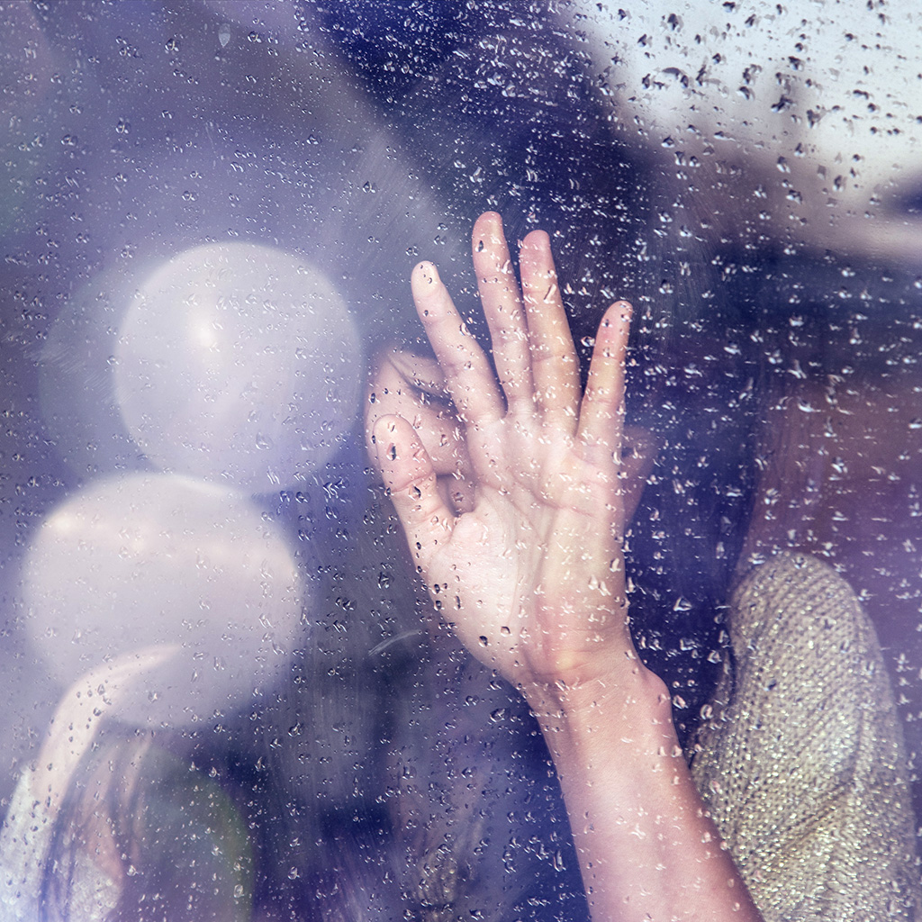 android-wallpaper-hf88-rain-girl-shy-asian-nature-hand-flare-wallpaper