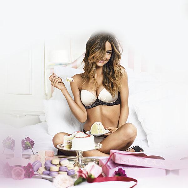 iPapers.co-Apple-iPhone-iPad-Macbook-iMac-wallpaper-hf89-victoria-secret-girl-sexy-food-bed-wallpaper