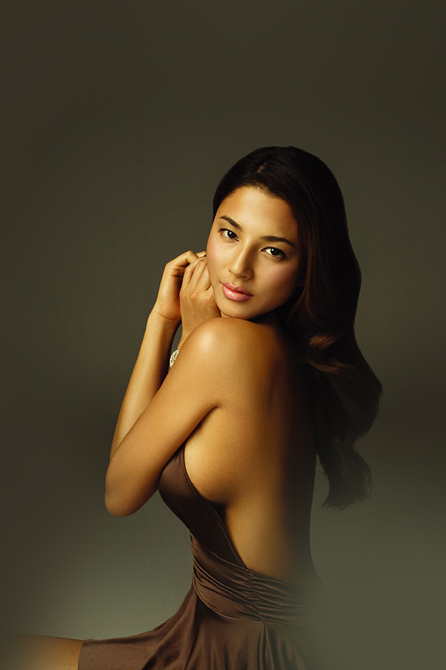 freeios7.com-iphone-4-iphone-5-ios7-wallpaperhf94-jessica-gomes-gold-dress-model-beauty-sexy-iphone4
