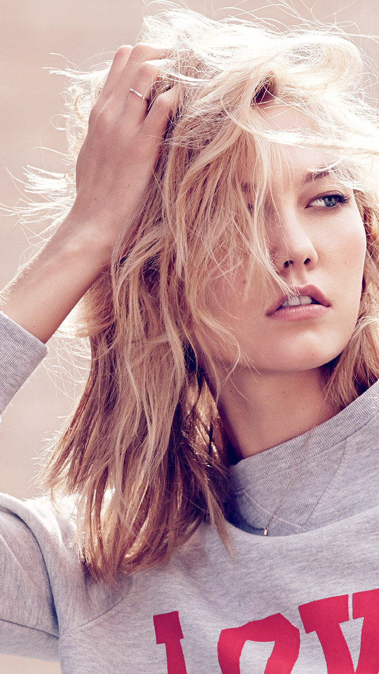 iPhonepapers.com-Apple-iPhone8-wallpaper-hg28-karlie-kloss-model-natural-girl-pose