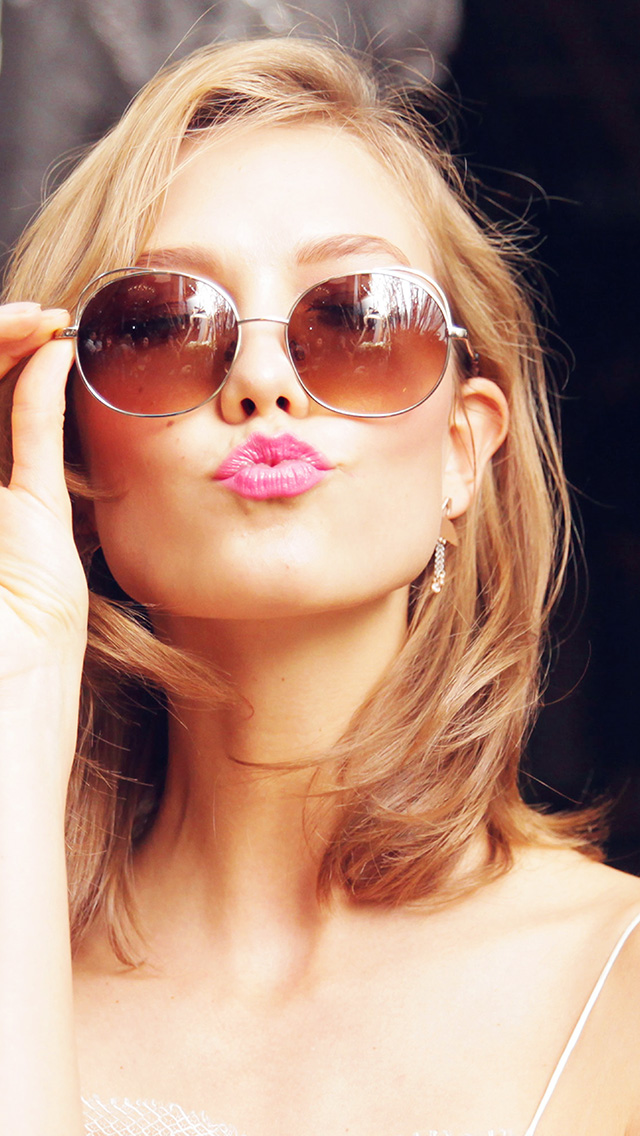 freeios8.com-iphone-4-5-6-plus-ipad-ios8-hg30-sunglass-model-karlie-kloss-cute-beauty