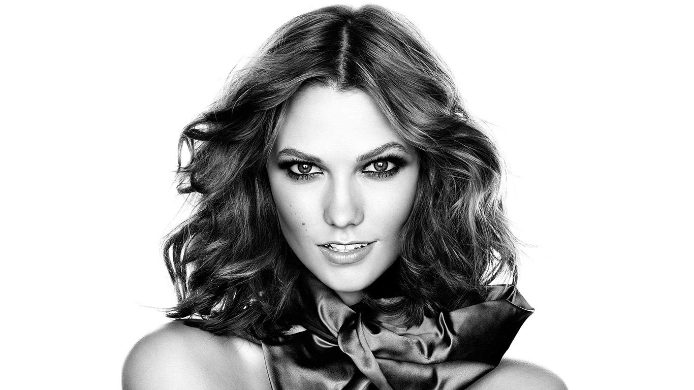 desktop-wallpaper-laptop-mac-macbook-airhg42-karlie-kloss-model-bw-present-sexy-wallpaper