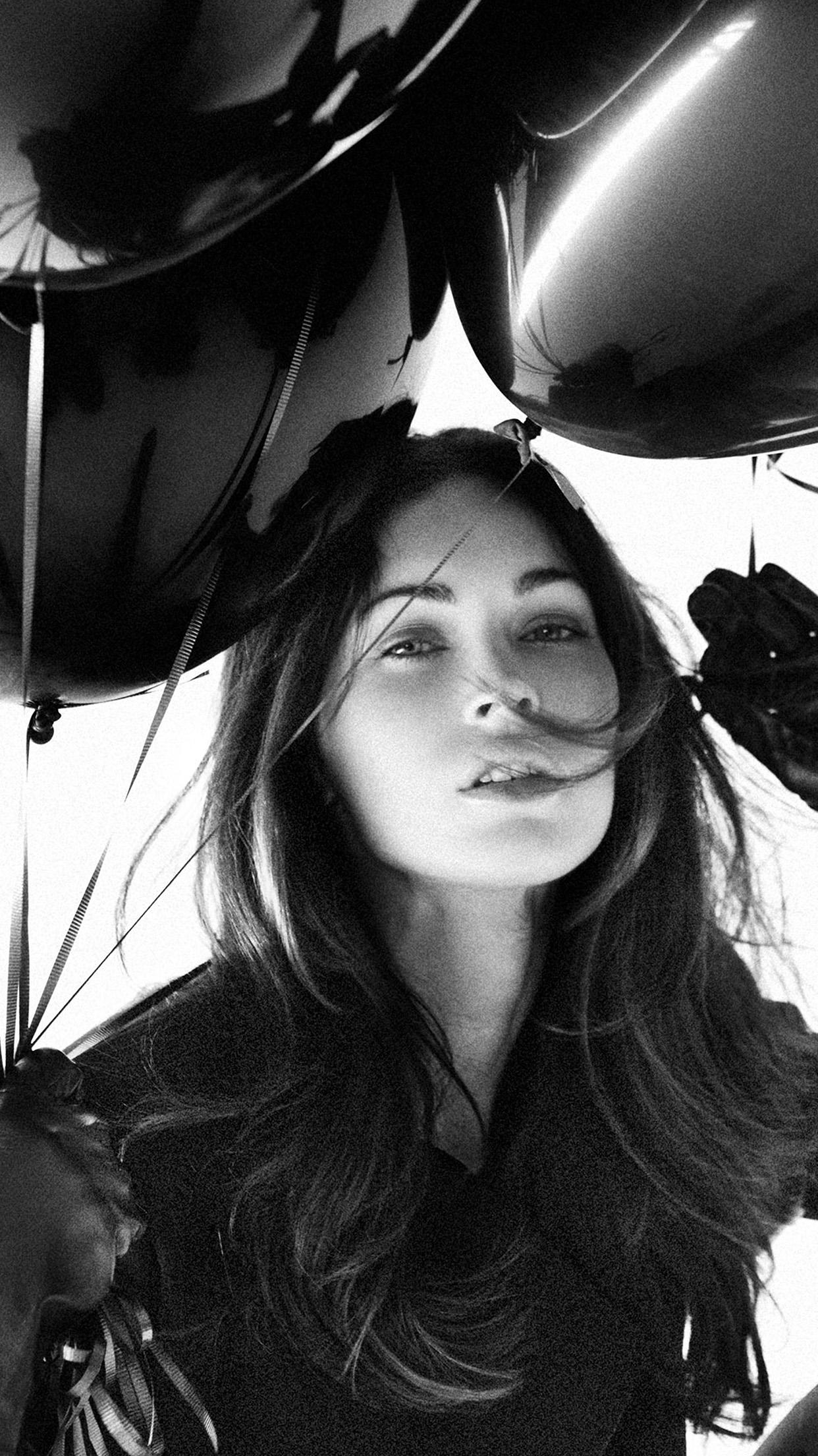 Iphone7papers Hh04 Megan Fox Dark Bw Balloon