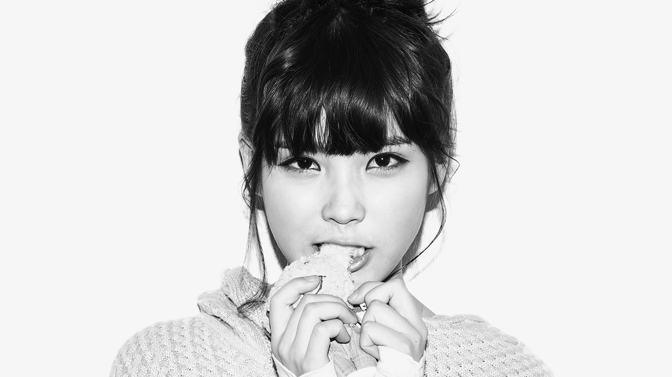 desktop-wallpaper-laptop-mac-macbook-air-hh59-iu-kpop-girl-cute-singer-white-bw-wallpaper
