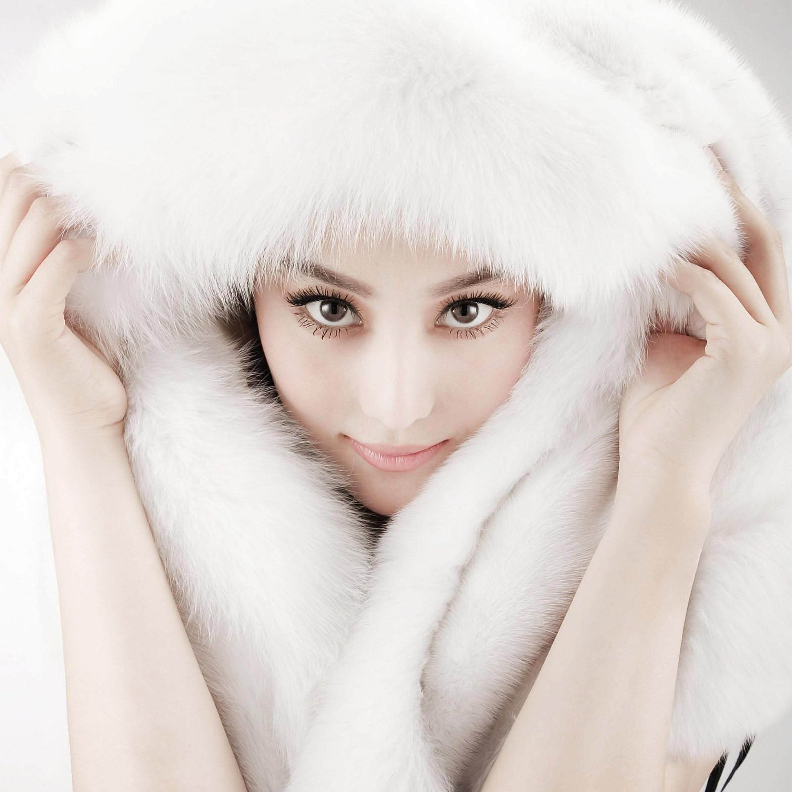 hi81-white-chinese-asian-girl-sexy-fur-wallpaper