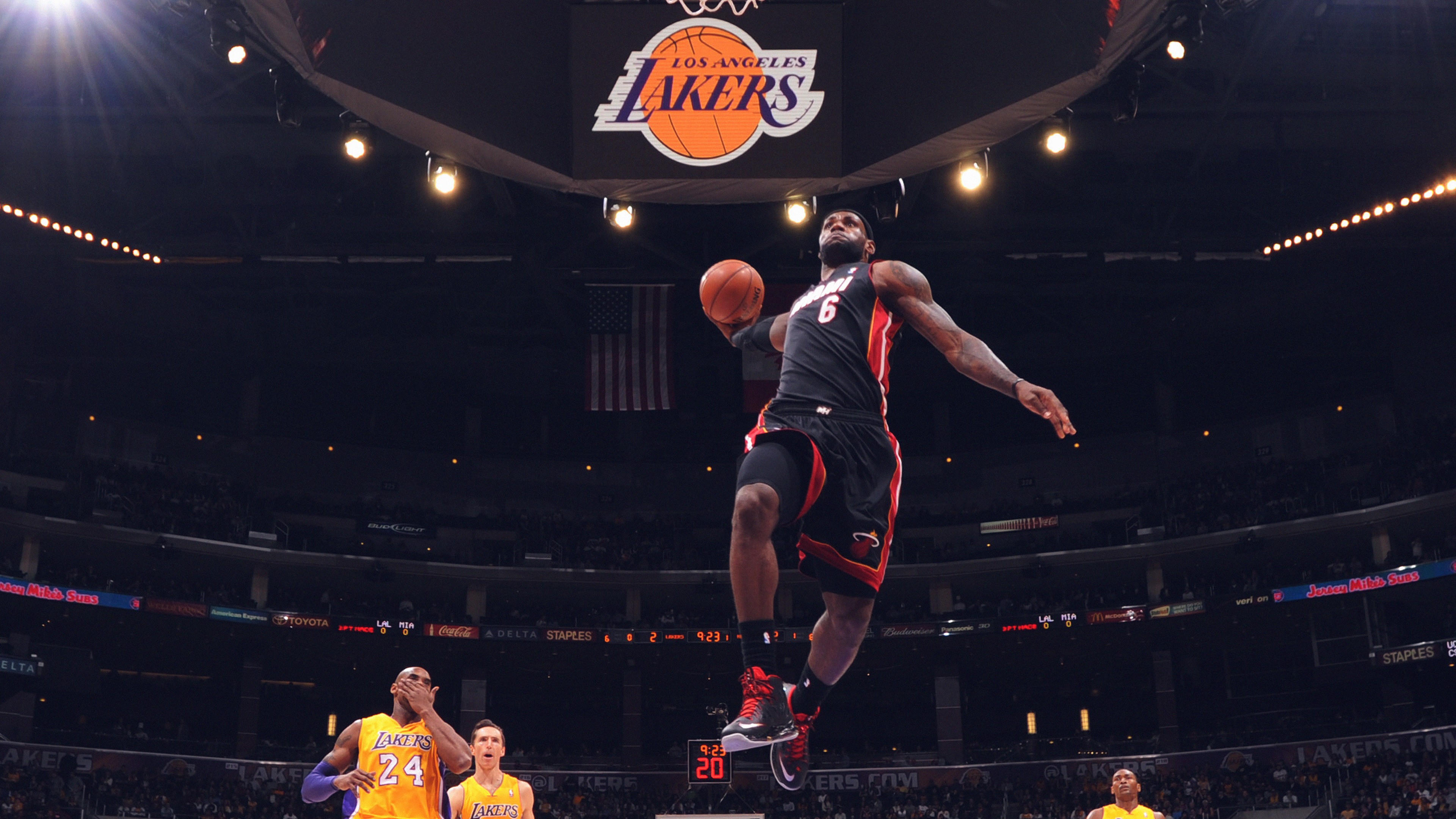 Hi84 Lebron James Nba Basketball Dunk Wallpaper