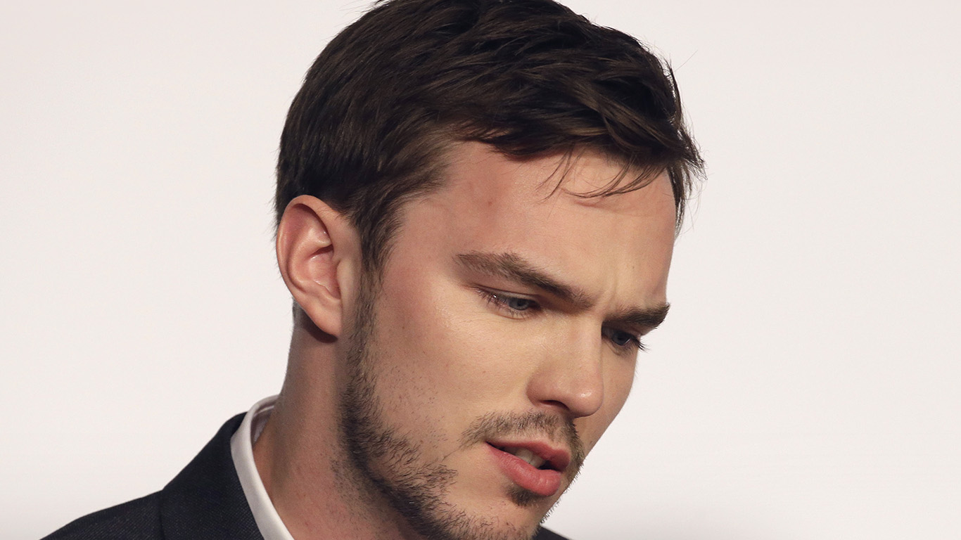 desktop-wallpaper-laptop-mac-macbook-air-hj18-nicholas-hoult-actor-celebrity-wallpaper