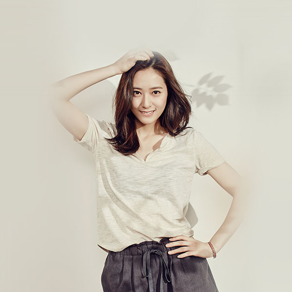 iPapers.co-Apple-iPhone-iPad-Macbook-iMac-wallpaper-hj39-victoria-fx-kpop-girl-beige-wallpaper
