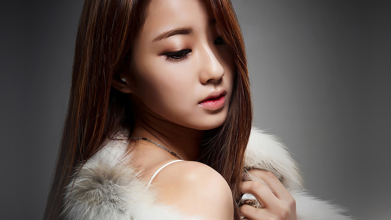 desktop-wallpaper-laptop-mac-macbook-air-hj67-kyungli-kpop-girl-fur-coat-wallpaper