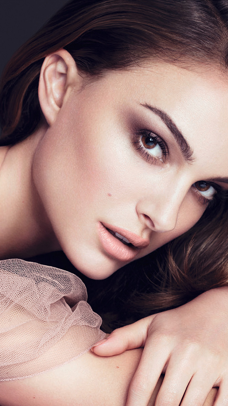 iPhone6papers.co-Apple-iPhone-6-iphone6-plus-wallpaper-hk17-natelie-portman-pose-celebrity