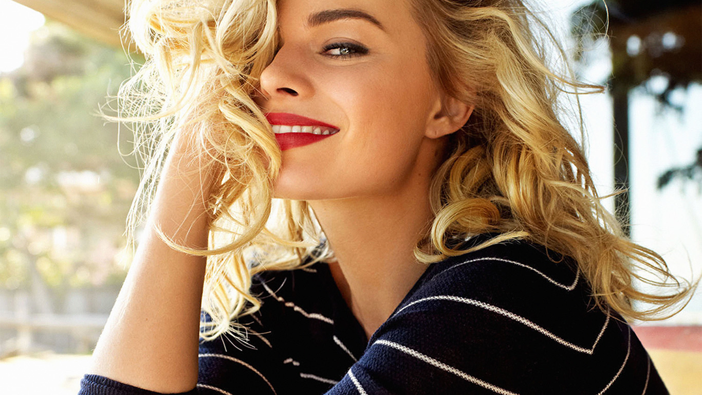 desktop-wallpaper-laptop-mac-macbook-air-hk26-margot-robbie-smile-celebrity-photo-wallpaper