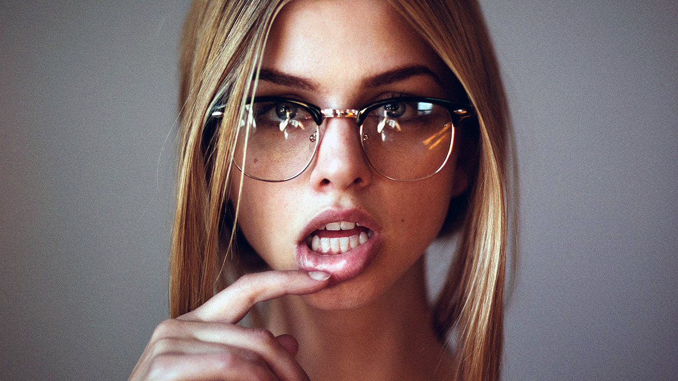 desktop-wallpaper-laptop-mac-macbook-air-hk52-girl-glasses-lips-beauty-face-wallpaper